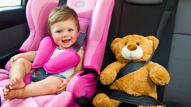 Jak bezpiecznie przewozić dziecko w samochodzie