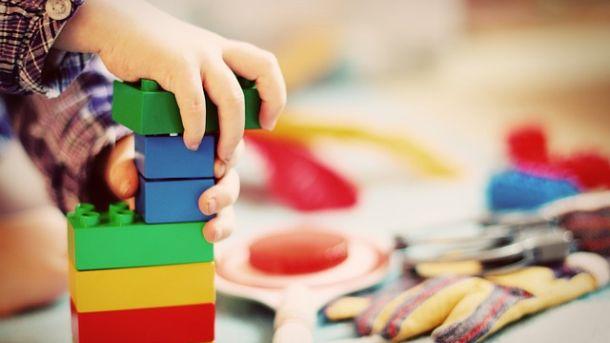 jak nauczyć dziecko sprzątać po sobie